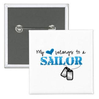 Mi corazón pertenece a un marinero pin cuadrada 5 cm