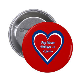 Mi corazón pertenece a un marinero pin redondo de 2 pulgadas