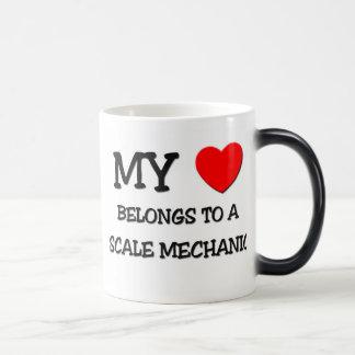 Mi corazón pertenece a un MECÁNICO de la ESCALA Tazas