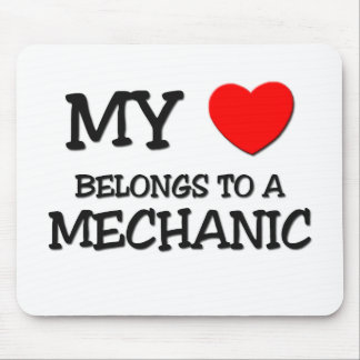 Mi corazón pertenece a un MECÁNICO Tapetes De Ratones