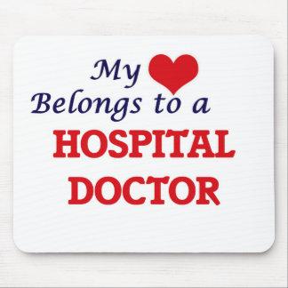 Mi corazón pertenece a un médico de hospital alfombrillas de ratón