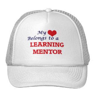 Mi corazón pertenece a un mentor de aprendizaje gorras