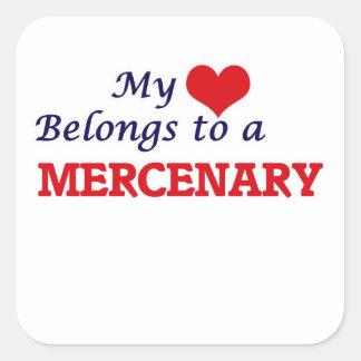 Mi corazón pertenece a un mercenario pegatina cuadrada