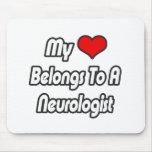 Mi corazón pertenece a un neurólogo tapetes de ratón