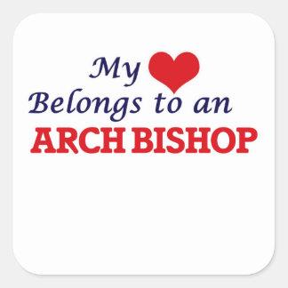 Mi corazón pertenece a un obispo del arco pegatina cuadrada