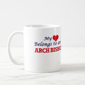 Mi corazón pertenece a un obispo del arco taza