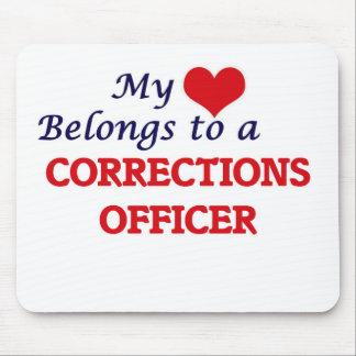 Mi corazón pertenece a un oficial de correcciones tapete de ratón