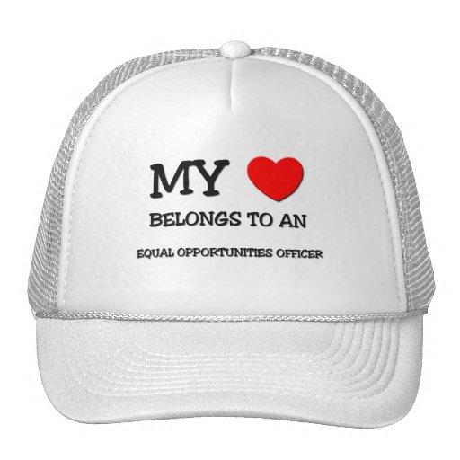 Mi corazón pertenece a un OFICIAL de la IGUALDAD D Gorros Bordados