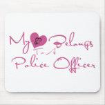 Mi corazón pertenece a un oficial de policía alfombrilla de ratón