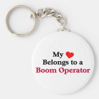 Mi corazón pertenece a un operador del auge llavero redondo tipo pin