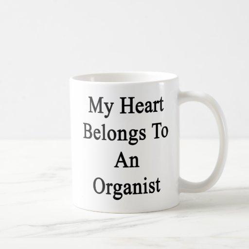 Mi corazón pertenece a un organista taza básica blanca