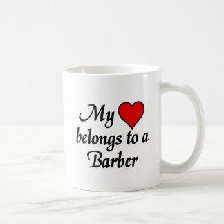 Mi corazón pertenece a un peluquero tazas