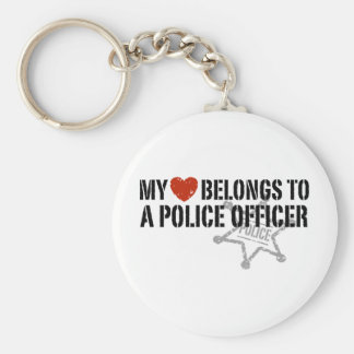 Mi corazón pertenece a un policía llavero redondo tipo pin