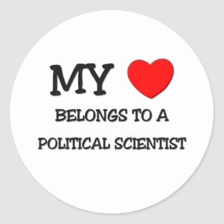 Mi corazón pertenece a un POLITÓLOGO Pegatina Redonda