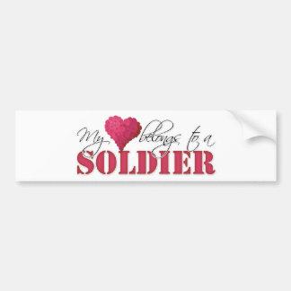 Mi corazón pertenece a un soldado pegatina de parachoque