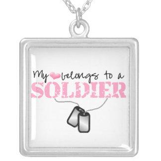 Mi corazón pertenece a un soldado colgante cuadrado