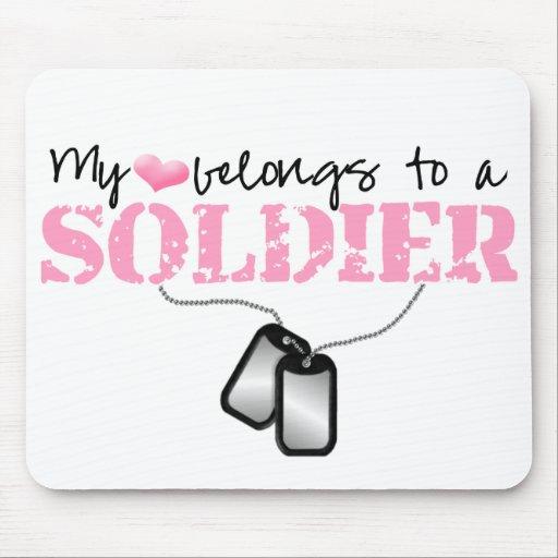 Mi corazón pertenece a un soldado alfombrilla de ratón