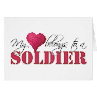 Mi corazón pertenece a un soldado tarjeta de felicitación