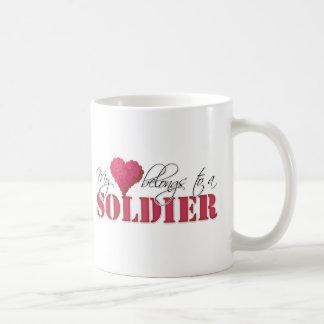 Mi corazón pertenece a un soldado taza