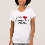 Mi corazón pertenece a un soldador camiseta