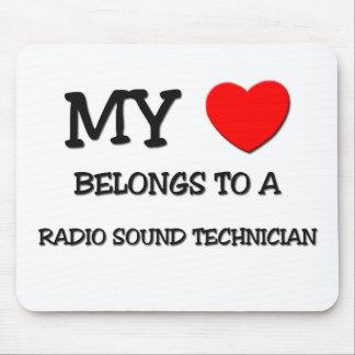 Mi corazón pertenece a un TÉCNICO SANO DE RADIO Alfombrilla De Ratones