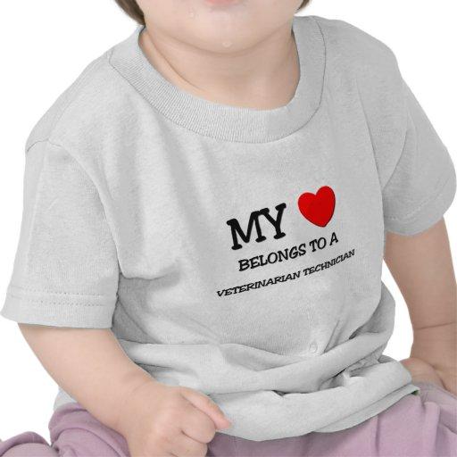 Mi corazón pertenece a un TÉCNICO VETERINARIO Camiseta