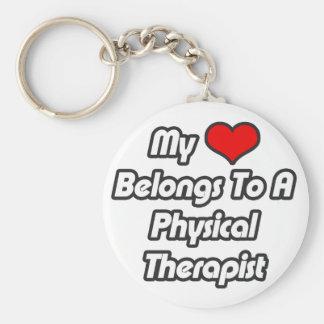 Mi corazón pertenece a un terapeuta físico llaveros