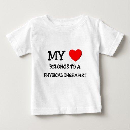 Mi corazón pertenece a un TERAPEUTA FÍSICO T Shirt