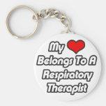 Mi corazón pertenece a un terapeuta respiratorio llavero