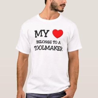 Mi corazón pertenece a un TOOLMAKER Playera