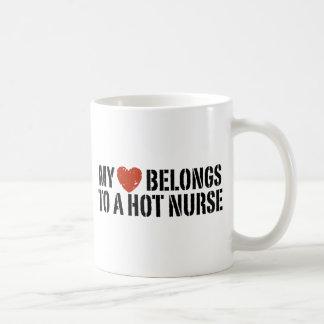 Mi corazón pertenece a una enfermera caliente tazas de café