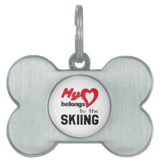 Mi corazón pertenece al esquí placas de nombre de mascota