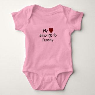 Mi corazón pertenece al mono del papá body para bebé