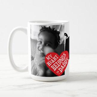 Mi corazón pertenece al regalo del día de padres d taza de café
