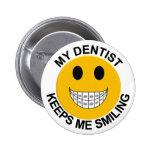 Mi dentista me guarda el botón sonriente/Pin