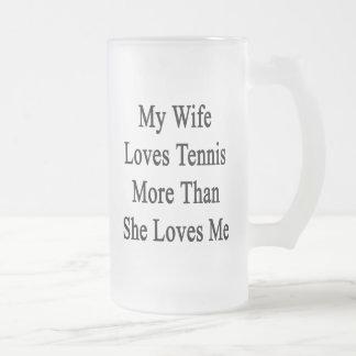 Mi esposa ama tenis más que ella me ama taza cristal mate