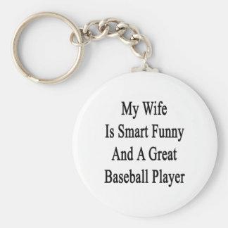 Mi esposa es divertida elegante y gran jugador de  llavero redondo tipo pin