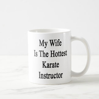 Mi esposa es el instructor más caliente del karate taza básica blanca