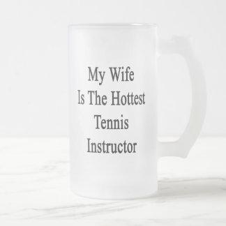 Mi esposa es el instructor más caliente del tenis tazas de café