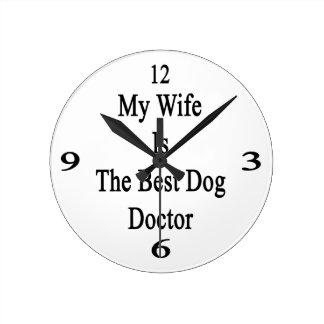 Mi esposa es el mejor doctor del perro reloj de pared