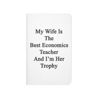 Mi esposa es el mejor profesor de la economía y cuadernos grapados