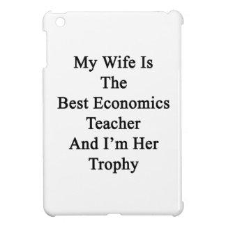 Mi esposa es el mejor profesor de la economía y