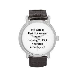 Mi esposa es esa mujer caliente que va a golpearle relojes de pulsera