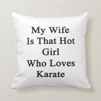 Mi esposa es ese chica caliente que ama karate cojin
