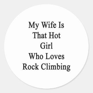 Mi esposa es ese chica caliente que ama la pegatina redonda