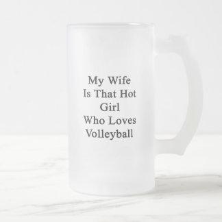 Mi esposa es ese chica caliente que ama voleibol taza cristal mate