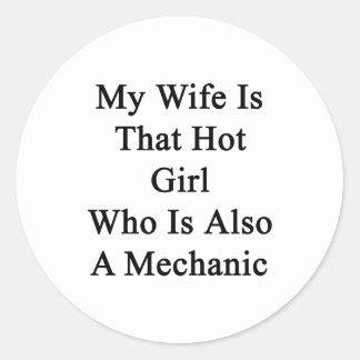 Mi esposa es ese chica caliente que es también pegatina redonda