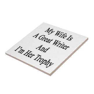 Mi esposa es gran escritor y soy su trofeo azulejos