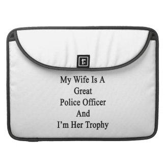 Mi esposa es gran oficial de policía y soy su Trop Funda Para Macbooks