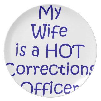 Mi esposa es oficial de correcciones caliente platos
